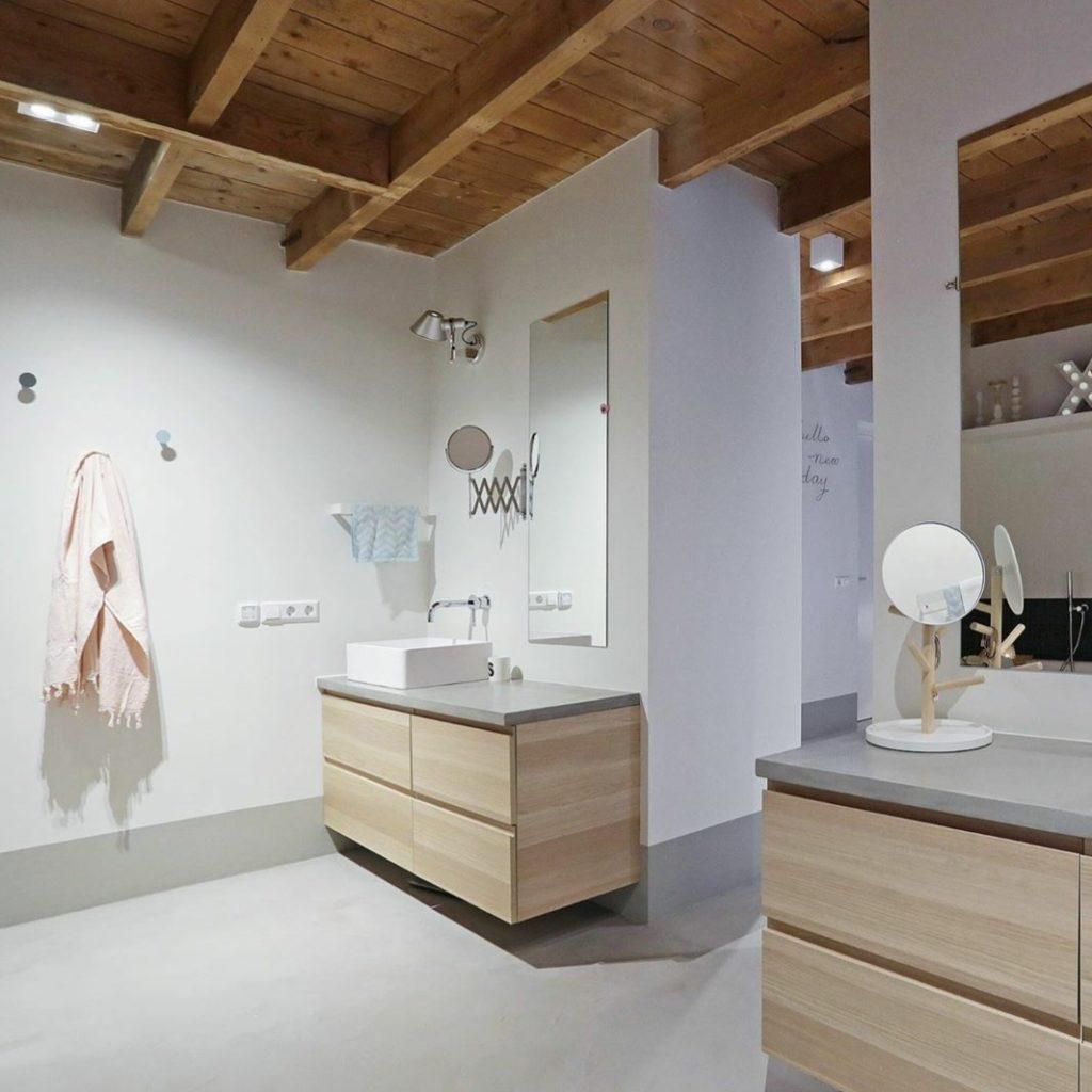 badkamer houten plafond