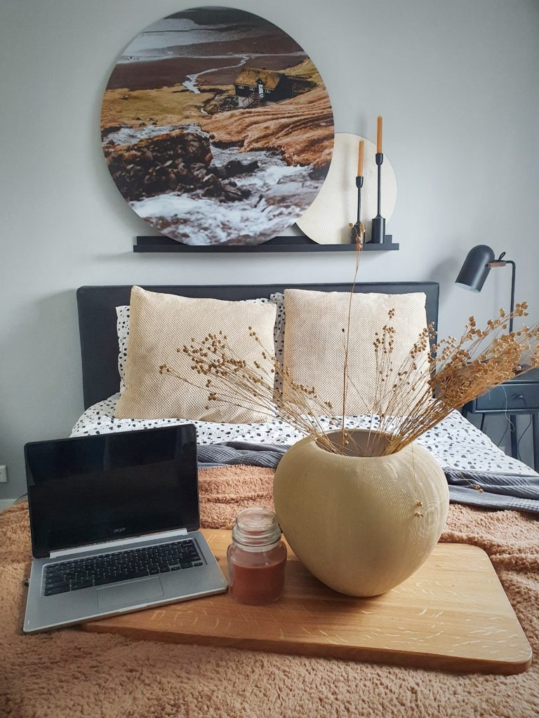 laptop in je bed